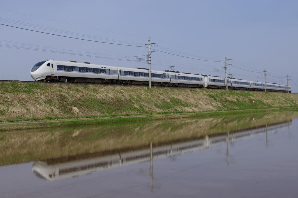 JR西日本681系特急「はくたか」