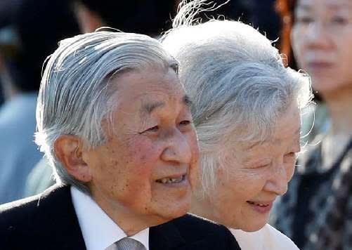 髪型 天皇 陛下 皇后陛下の紫の御単衣の出し方についてと、御小袿と女性皇族方の小袿姿