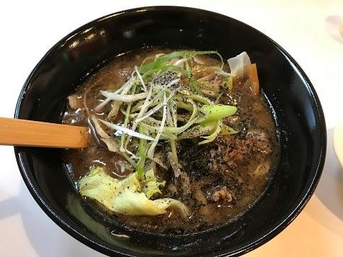 ラーメン味来道(3)の肉らぁめんブラックハーフ780円+ポークカレー200円♪