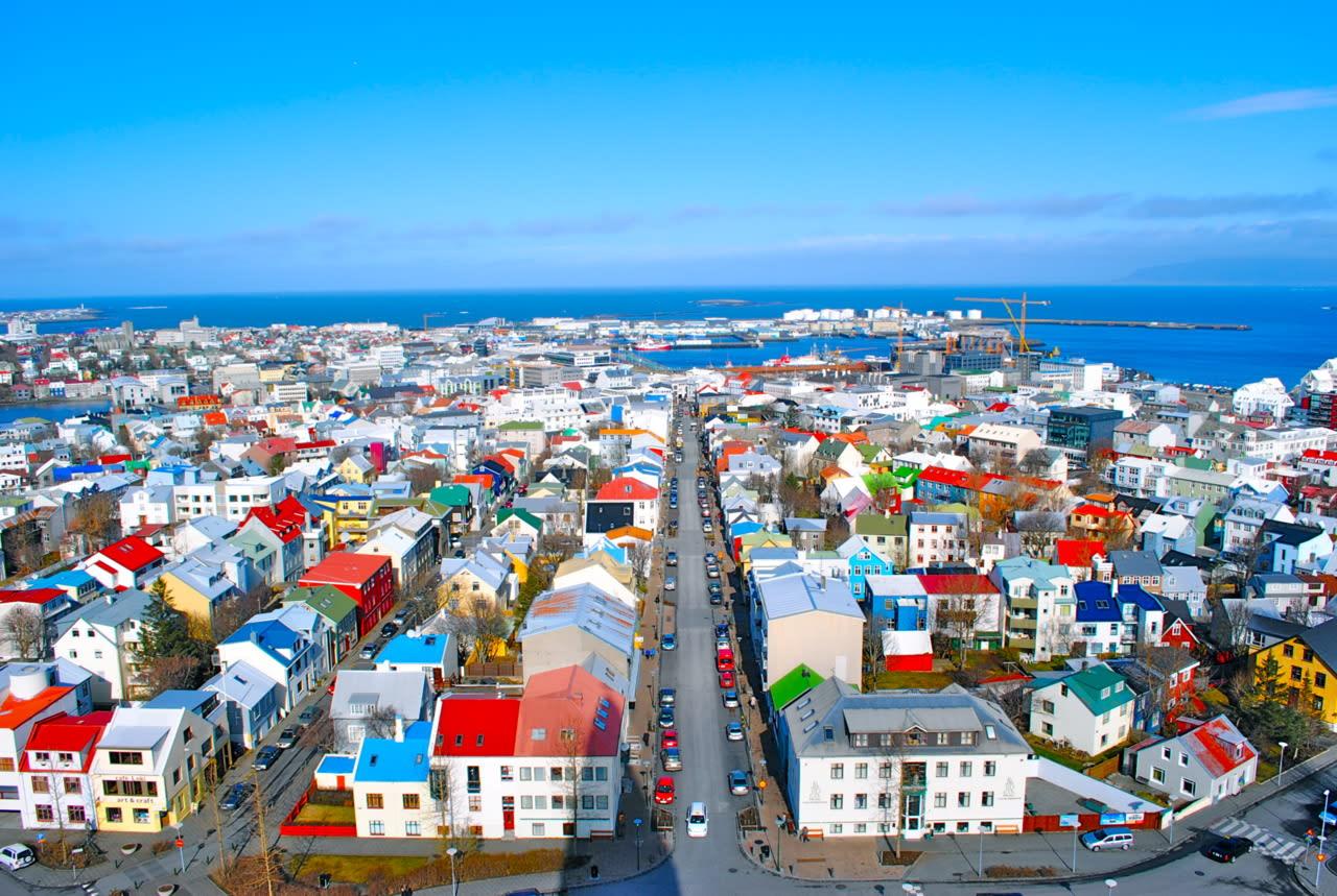 アイスランドの首都の街並みはな...