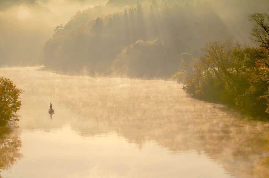 湖と光芒の写真