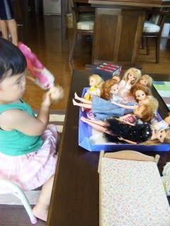 お人形さん遊び