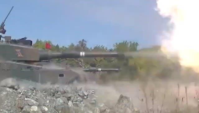 陸上自衛隊,JGSDF,第2師団,87式自走高射機関砲,射撃,砲撃,対空レーダ装置JTPSP14,90式戦車,中距離多目的誘導弾,87式自走高射機関砲,乗り物のニュース,フリート,グランド,Fleet,万能論,