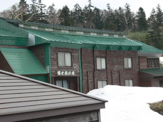 小屋付近の雪は