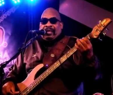 """14年 ポール・ジャクソンがベースを弾きながら歌う """"The Groove ..."""