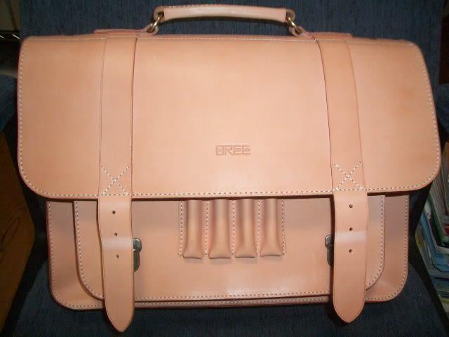 8月に買ったBREEのヌメ革のバッグ。今日で約3週間が経ちました。 毎日日光浴をさせていますが、まだデビューするに至っていません。