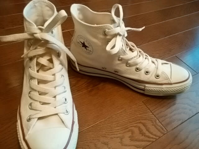 伸びる 靴 紐