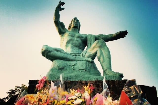 長崎平和公園の平和祈念像