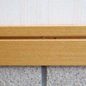 玄関口の穿孔跡を木栓(ダボ)で塞いだようす2