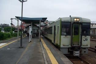 用土駅から乗車した八高線234Dは、13時に寄居駅5番線に到着。島式ホーム3面6線の構内で、1,2番は東武東上線の島、3,4番は秩父鉄道、5,6番線は 八高線の島
